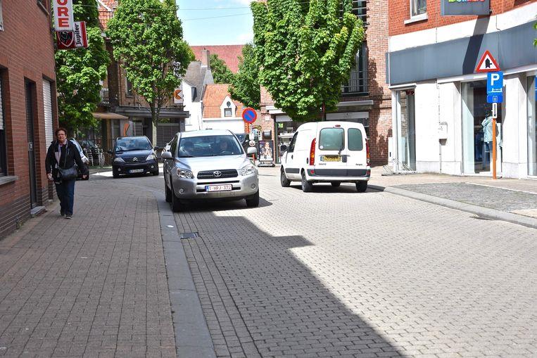 De Vlamingenstraat zou één richting worden. Het autoverkeer van de Steenakker in de richting van het Sint-Maartensplein zou daar niet meer kunnen.