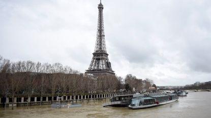 VIDEO: Onze man in Parijs ziet hoe het waterpeil maar blijft stijgen