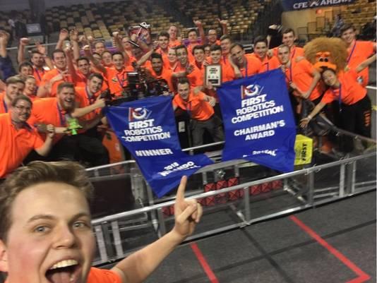 Team Rembrandts wint het kampioenschap bij de robotstrijd in Orlando, Florida.