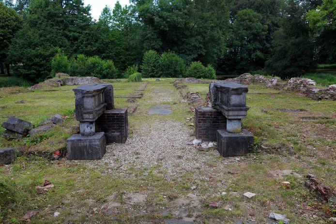 Het oude Huis van Hemmen is in de oorlog verwoest. Van de ruïne is nog net de ingang herkenbaar. Foto ter illustratie.