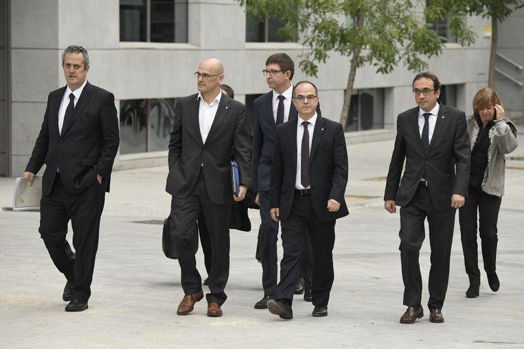 Leden van de afgezette Catalaanse regioregering Joaquim Forn, Raul Romeva, Carles Mundo, Jordi Turull, Josep Rull and Meritxell Borras arriveren voor verhoor aan het gerechtshof in Madrid.