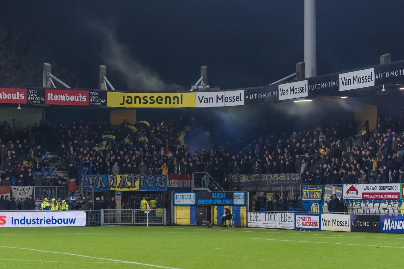 Algemeen directeur Frank van Mosselveld van RKC Waalwijk wil nog niet denken aan een jaar of meer voetbal zonder pubiek.