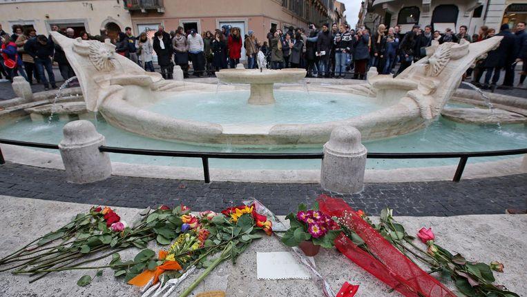 De beschadigde Barcaccia-fontein in Rome. Beeld null