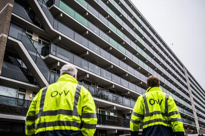 De Onderzoeksraad voor Veiligheid begint een vooronderzoek naar de fatale brand in de flat aan het Gelderseplein in Arnhem, die twee mensen het leven kostte.