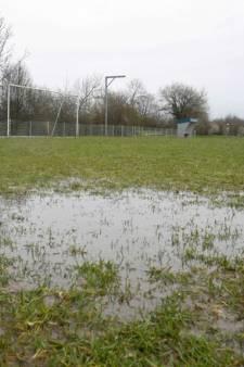 Weersomstandigheden zitten amateurvoetbal dwars: deze wedstrijden zijn afgelast