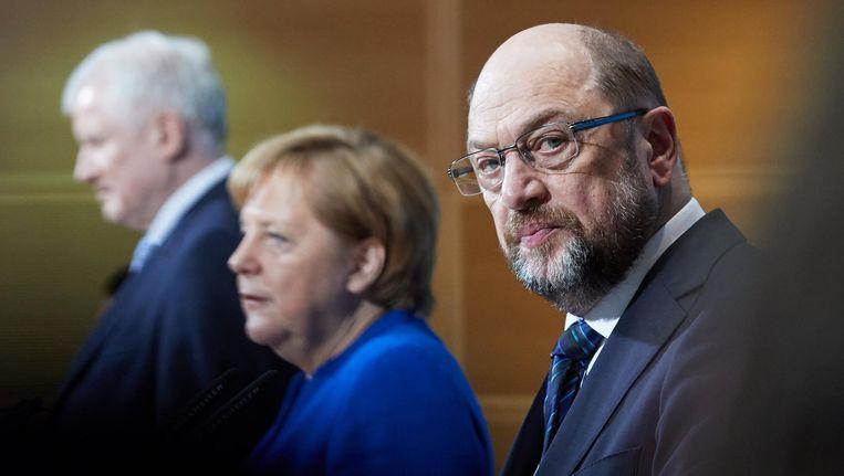 De Grote Coalitie: Horst Seehofer CSU, Angela Merkel CDU en Martin Schulz SPD tijdens de gezamenlijke persconferentie, 12 januari 2018. Beeld EPA