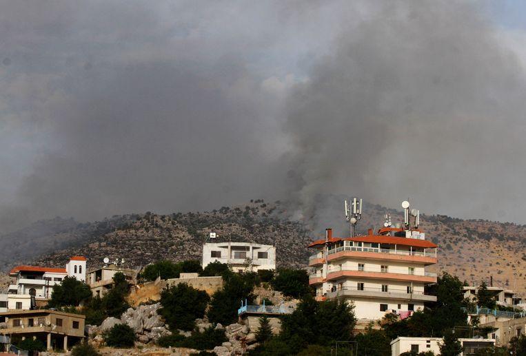 Donkere rookwolken in de Sheeba Farms-regio nadat Hezbollah-strijders er volgens Israël het land probeerden binnen te dringen. Beeld AFP
