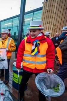 Nuenense oud-prinsen voltooien werkstraf: bermen Europalaan opgeschoond