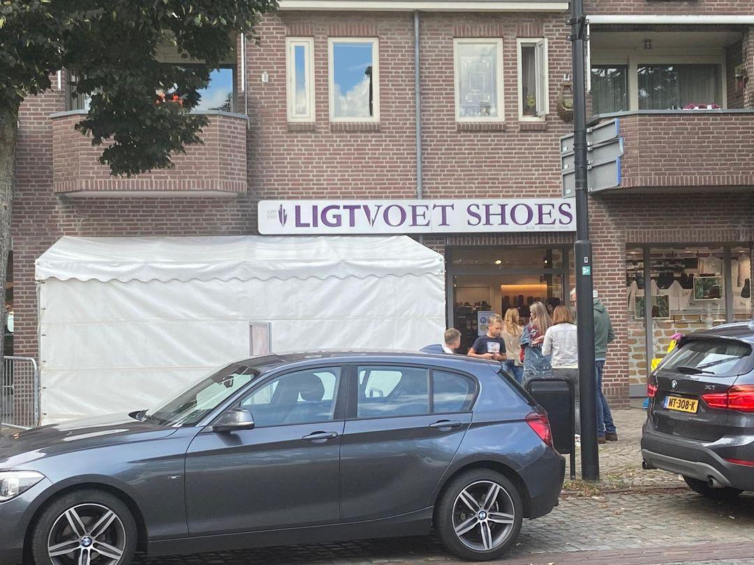 'Schuiltent' bij Ligtvoet Shoes aan de Raadhuisstraat in Moergestel