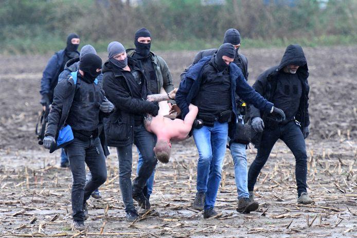 Een arrestatieteam heeft in Alphen een verwarde man aangehouden.