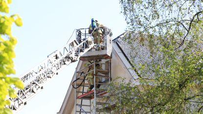Brandje aan dak van villa tijdens schilderwerken