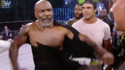 Grappig: Mike Tyson (53) zou straks Tyson Fury moeten bekampen, maar krijgt shirt niet eens stuk gescheurd
