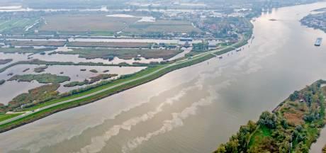 Rijkswaterstaat ruimt oliespoor op rivieren Lek en Noord op