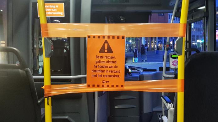 Contact tussen buschauffeur en reiziger wordt de komende tijd zoveel mogelijk vermeden.