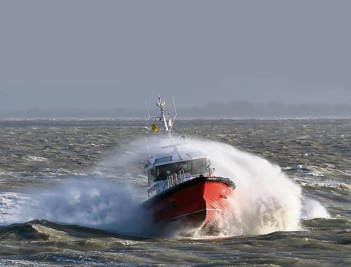 Vlaamse redeboot bij Vlissingen waarmee loodsen van en naar zeeschepen op de Westerschelde worden gebracht.