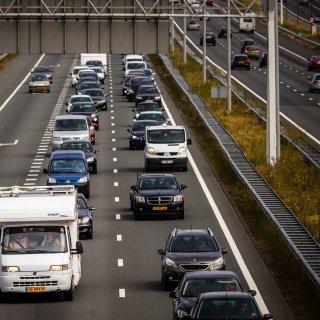 nederland-hakt-de-knoop--overdag-nog-maximaal-100-kilometer-per-uur-op-de-snelweg