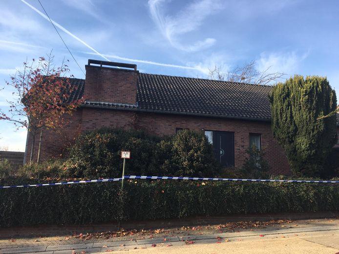 In Grote-Spouwen is dinsdagavond een koppel dood aangetroffen in hun eigen huis.
