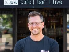Cafébaas Casper broedt op een miniconcertje in zijn zaak: 'Je moet toch ergens beginnen'