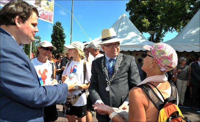 Willem Gradisen als burgemeester van Mook en Middelaar, hier tijdens de Vierdaagse.