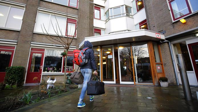 Bij Humanitas De Steenplaats komen tien gepeste homoseksuele asielzoekers aan.
