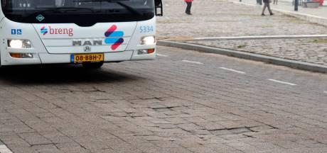 Verzakkingen op Nijmeegse Waalkade door zwaar verkeer