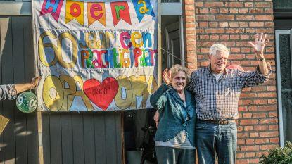 Familie en buren zingen en applaudisseren voor 60ste huwelijksverjaardag van Alfons (87) en Anna (85)