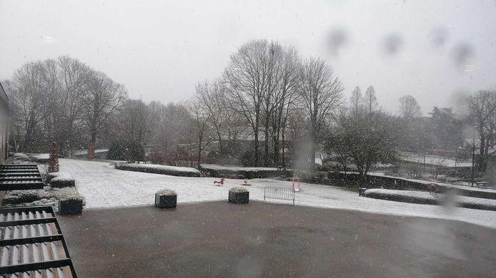 Een sneeuwlandschap gezien vanuit woonzorgcentrum De Plataan, bezorgd door Sofie De Marez.