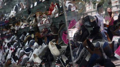 Dief laat grote wanorde achter in schoenwinkel na betrapping, politie pakt hem op