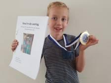 Marcus (8) wint universiteitsprijs met werkstuk over Tweede Wereldoorlog