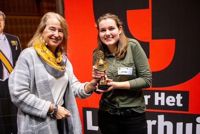 Jente van den Berg uit Raalte hield de beste speech tijdens de Overijsselse Editie van Op weg naar Het Lagerhuis.