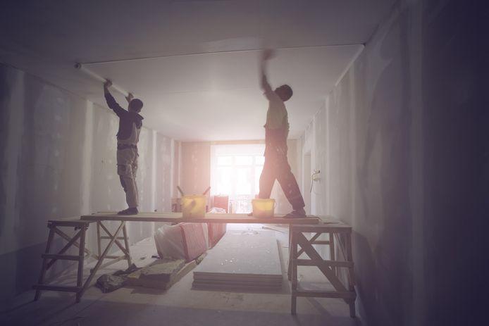 Voor een verbouwing of nieuwbouw heb je een omgevingsvergunning nodig. Je kunt pech hebben en in een 'dure' gemeente wonen.