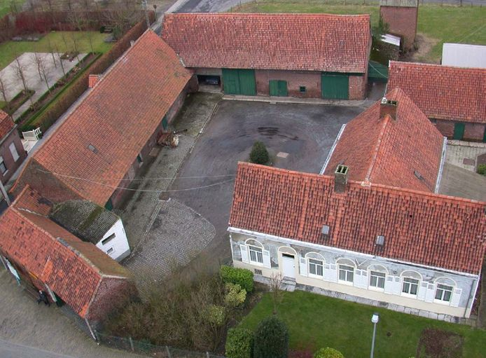 Dlt luchtbeeld is een archieffoto van de historische hoeve 't Capellehof