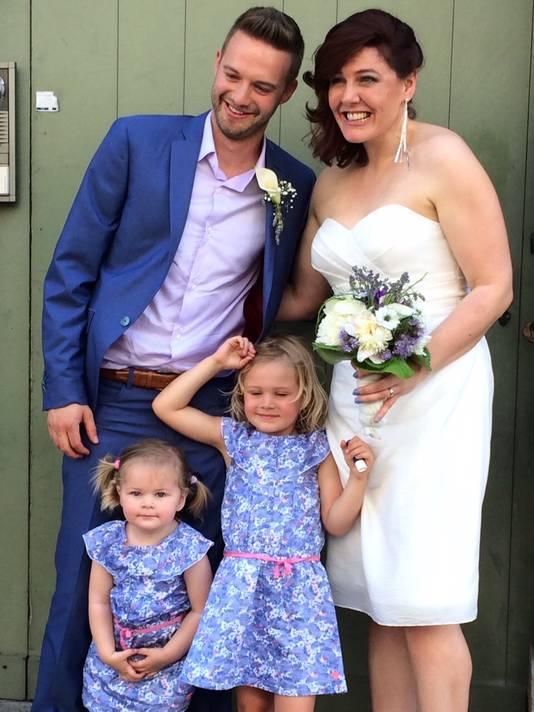 Tomas Madou, Mieke Poppe en hun dochtertjes Roxy en Willow.