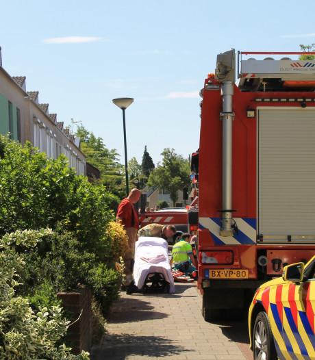 Bewoonster van woning in Veenendaal naar ziekenhuis na inademen rook