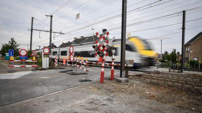 Vernieuwing voor overweg en wegdek in Bareelstraat
