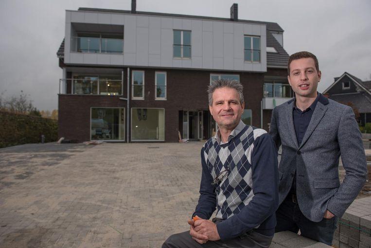 Eigenaar Dirk Vermeiren en Jonas De Vlieger van het sociaal verhuurkantoor Zuid-Oost-Vlaanderen.
