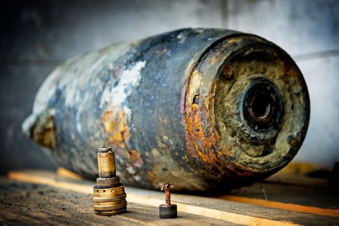 Cromstrijen wil geld van het rijk voor het opsporen en ruimen van bommen uit de Tweede Wereldoorlog.