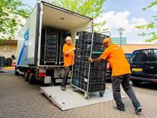 AH doneert containers vol aan de Voedselbank