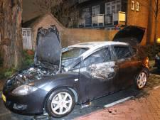 Auto brandt uit in Utrechtse wijk Zuilen