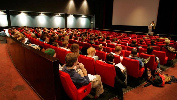 Studenten van de Universiteit zijn ook bekend met college in een bioscoop
