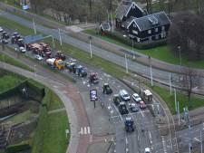 Honderden tractoren via Rotterdam onderweg naar Den Haag