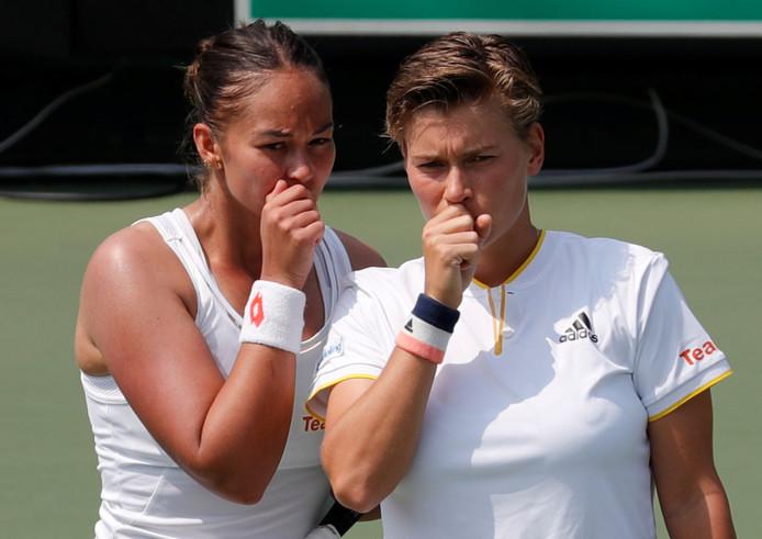 Lesley Kerkhove (links) en Demi Schuurs verloren het dubbelspel namens Nederland.