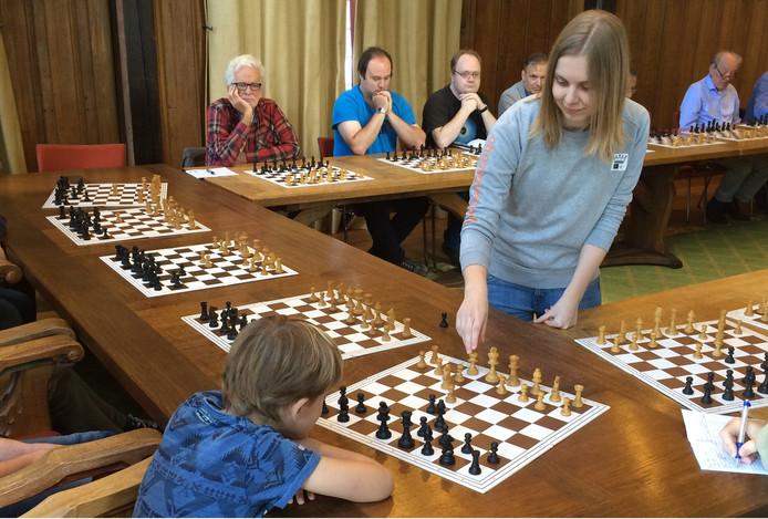 Onder de schakers, waren vijf jeugdleden waarvan de jongste de achtjarige Jasper was.
