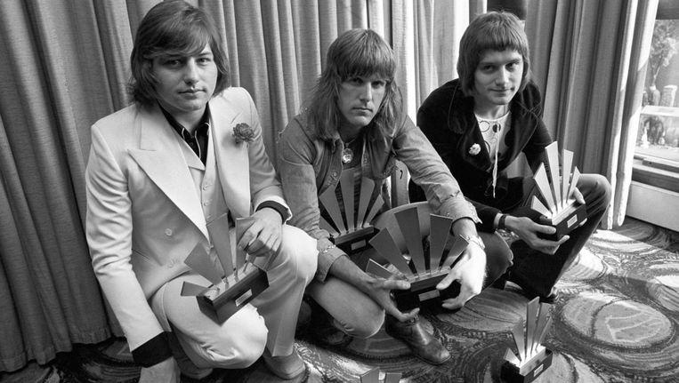 Greg Lake (links), met Keith Emerson en Carl Palmer in 1972. Beeld ap