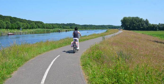De fietsroute langs de Oude IJssel (hier bij Eldrik). Foto: DG