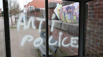 Vandalisme op verschillende bushokjes en aan voetbalterrein in Denderhoutem