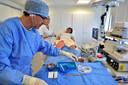 Foto Pim Mul 12062017 Gouda. Bezoekers GHZ informatiebijeenkomst spataderen mogen live met operatie meekijken. Rick van Dijk is de patiënt.