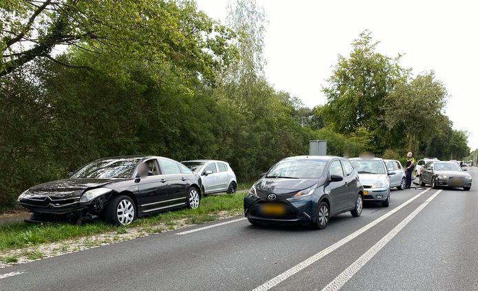Bij het de aanrijding op de Rijksweg in Malden waren vijf auto's betrokken.