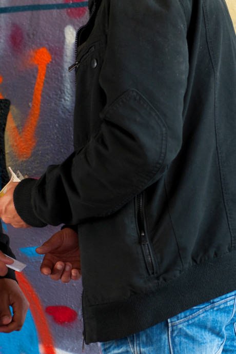 Burgemeester Aalburg: politie moet drugsdealers zichtbaar aanpakken