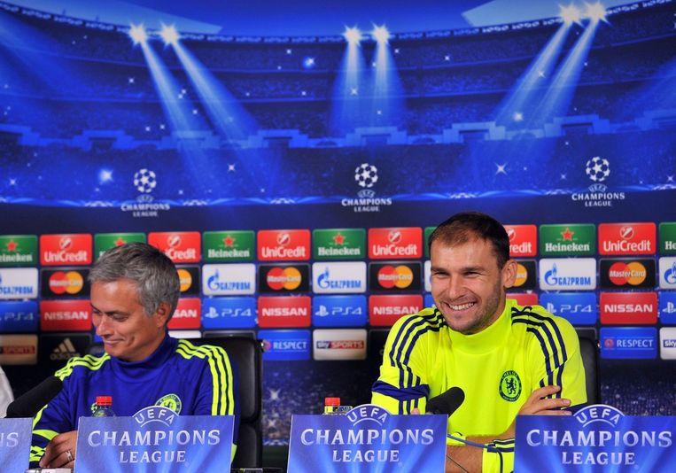 Branislav Ivanovic (rechts) met zijn coach José Mourinho.